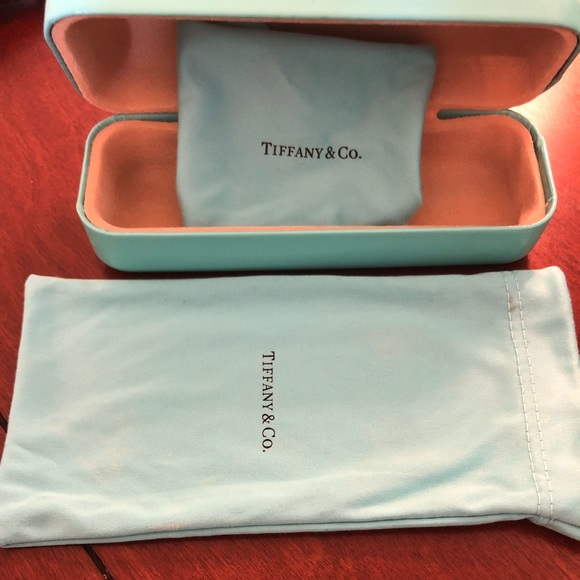 1f3d028c3f90 Tiffany glasses case with cleaning cloth   pouch